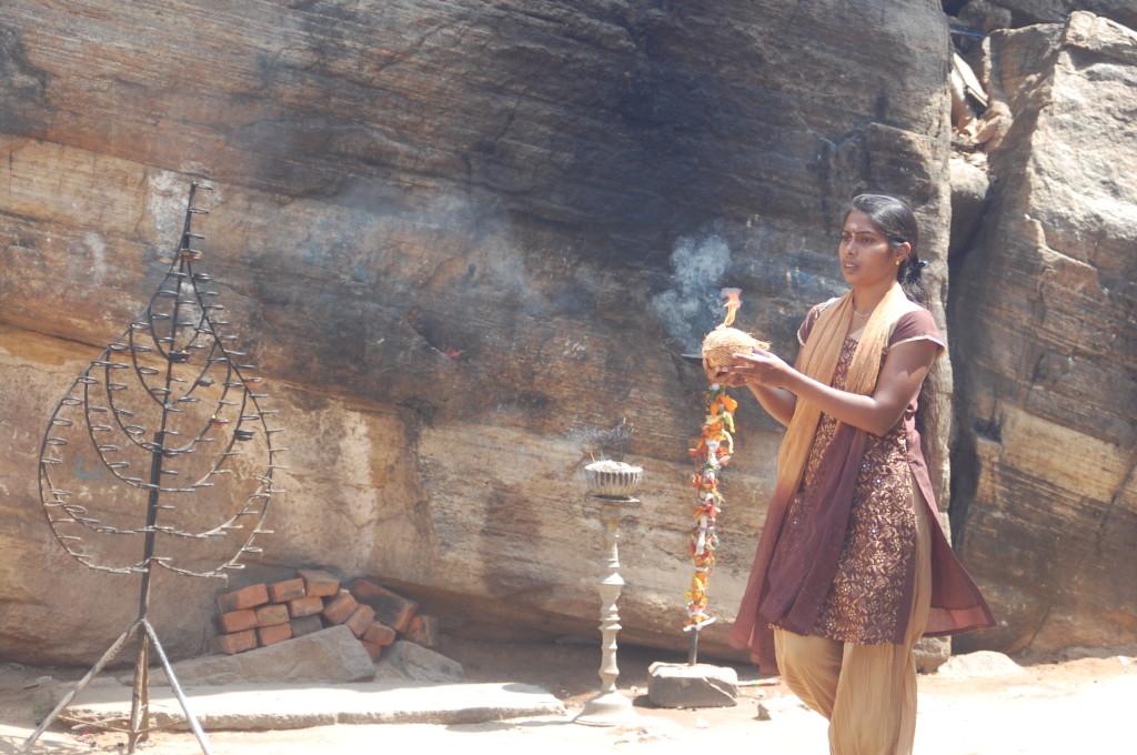 Sri_Lanka_Trincomale_Shipwreck_festival_cliff_temple_coconut_smashing