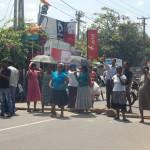 Sri_Lanka_negombo_protest_roadblock_2