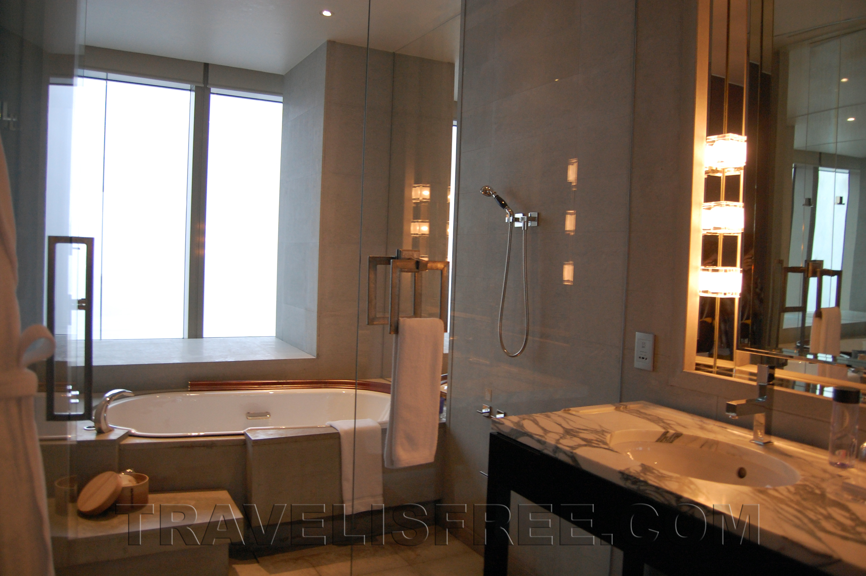 Park_Hyatt_Shanghai_bathroom