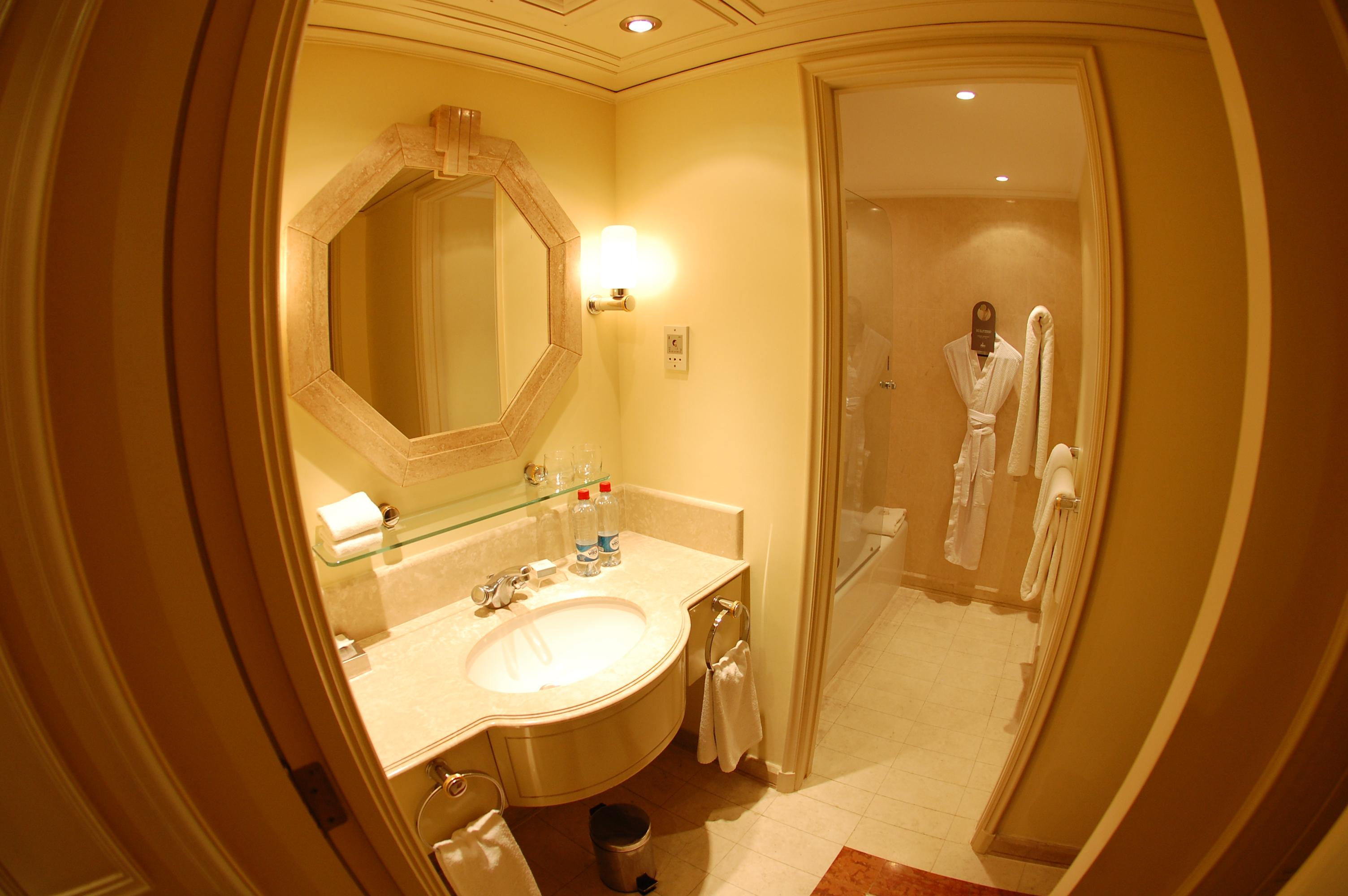 Grand Hyatt Santiago Bathroom