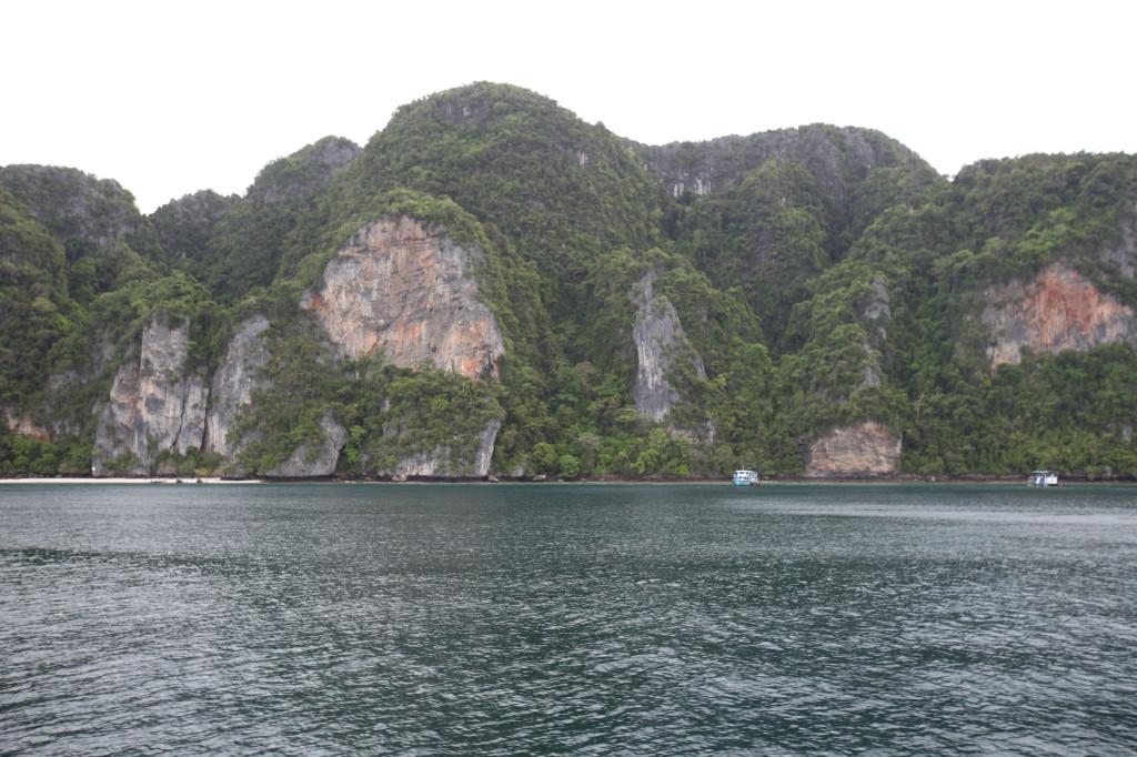 Phi_Phi_Island_Cliffs